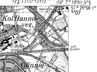 Reduced fragment of topographic map de--mb--025k--45_008-ams--(1955)--N051-30_E007-00--N051-24_E007-10; towns and cities Essen